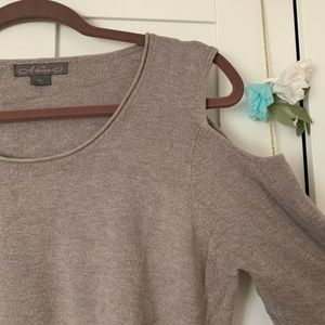 Sweaters - 2/$15 🌿 Cold Shoulder Sweater